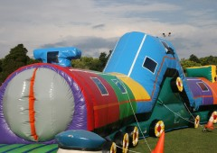 Inflatable-Train-Tunnel
